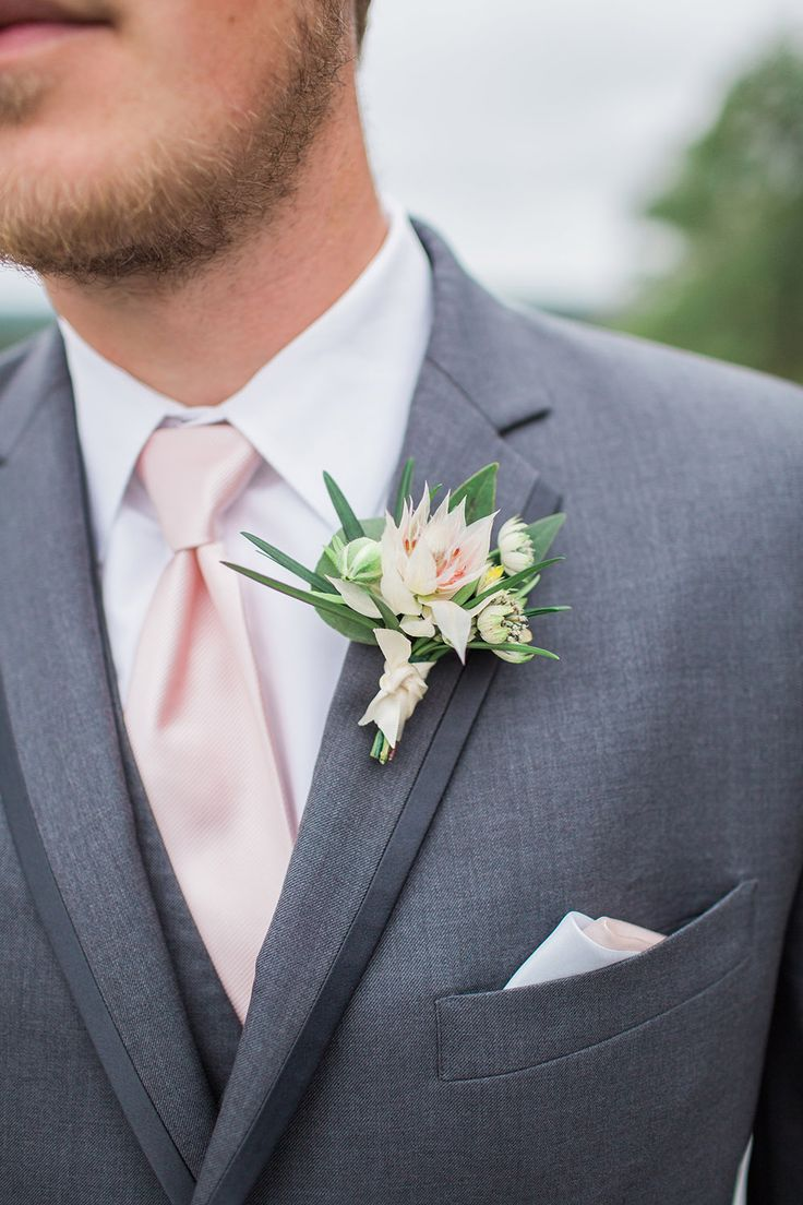 Textured groom's boutonniere at the Woodcliff Hotel. #stacykfloral #groomstyle #groom #boutonniere