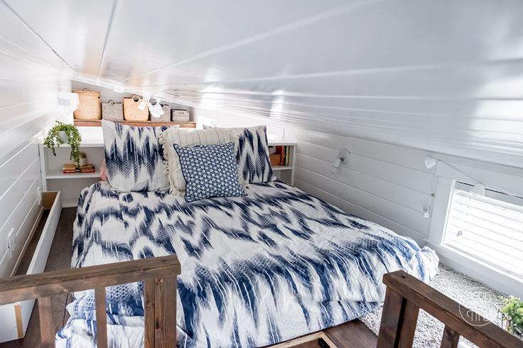This is Jadon and Katie's Good and Tiny House that I first saw featured on Jenna's Tiny House Giant Journey. I included Jenna's video tour of the house below the pictures, and I a…