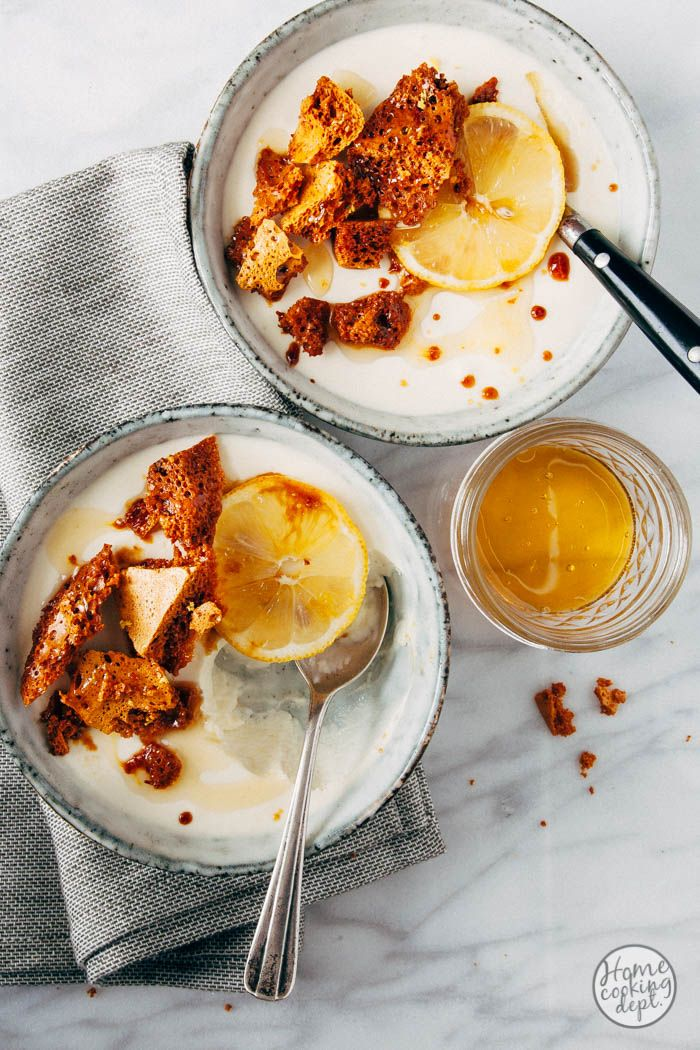 Citroenmousse met karamel honeycomb schotsen   honing