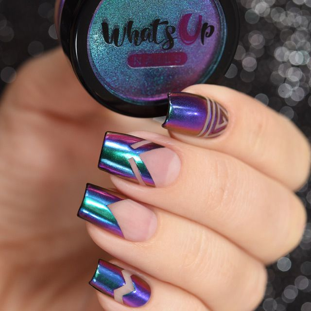 Add this fabulous mica powder to your nails to give you a little bit of paradise, a duochrome effect of blue and purple.