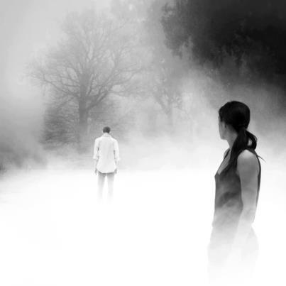 """""""Ο Έρωτας πεθαίνει και είναι στις κατάρες του να μην πεθαίνει ποτέ ταυτόχρονα και στους δυο. Πάντοτε ο ένας θα εγκαταλείπει. Ο ένας θα σηκώνει μόνος του την ντροπή του προδότη και ο άλλος μόνος του, την ντροπή του προδομένου.""""  Βαμβουνάκη Μάρω"""