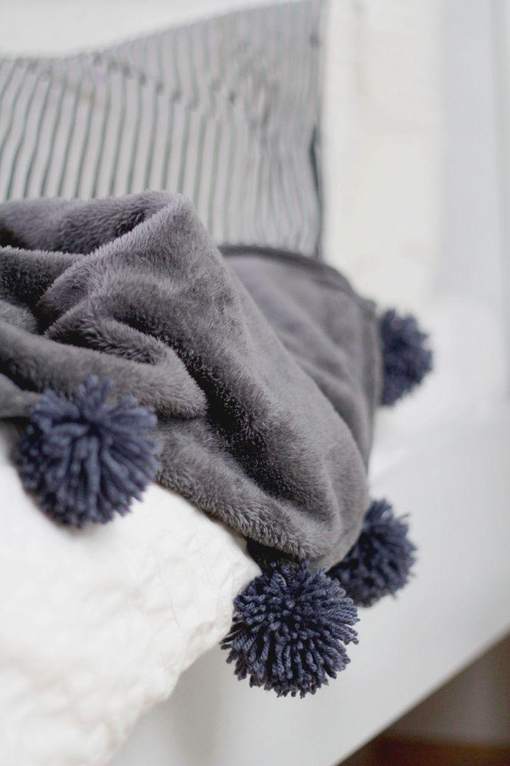 die besten 25 pompons basteln ideen auf pinterest pompoms basteln regenbogen wirbel kuchen. Black Bedroom Furniture Sets. Home Design Ideas