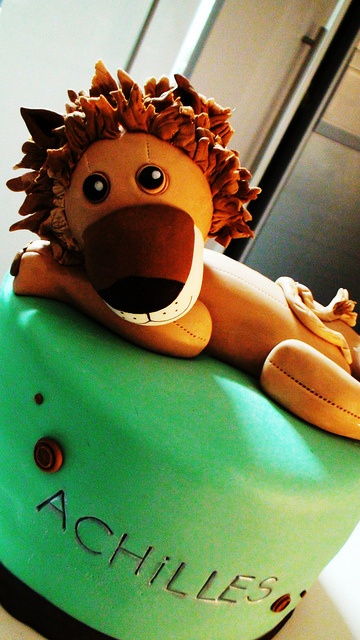 Another Lion Cake version by kylie lambert (Le Cupcake), via Flickr