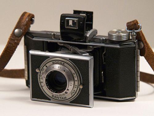 Kodak Bantam, 1938, Art Decó, designed by Walter Dorwin Teague.