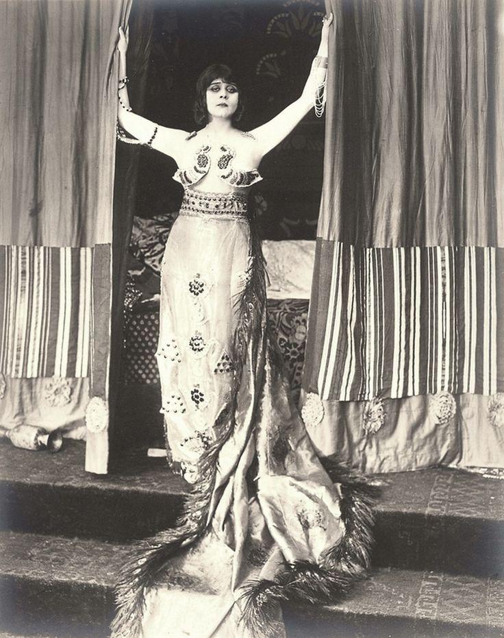 Theda Bara as Cleopatra, 1917.