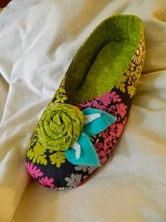 make your own slippers! @Diana Millsap!  Please make these!