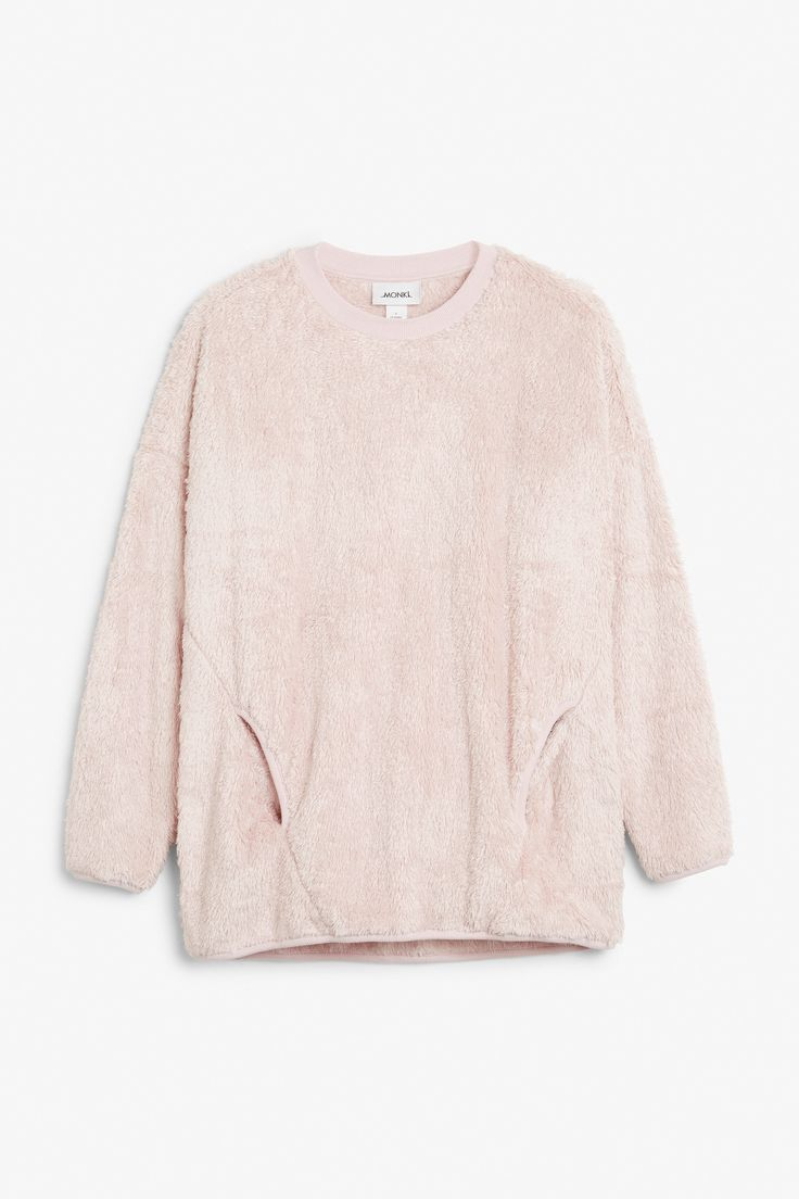 <p>Brrr. Don't even think about leaving the house without this fluffy pouch pocket sweater.</p><p>In a size small the chest width is 116 cm.</p> <P>Th