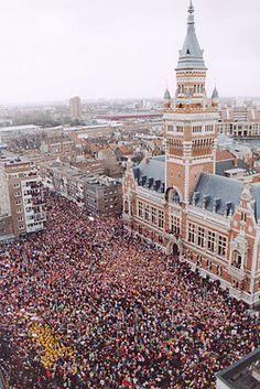 Carnaval de Dunkerque.  Un des carnavals les plus fréquentés.  Le lancer de poissons,   Le mélange des couches sociales,  Gratuit,  Les déguisements,  A vivre !
