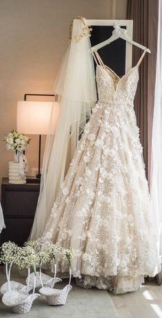 The texture on this @bertabridal wedding dress is so dreamy!