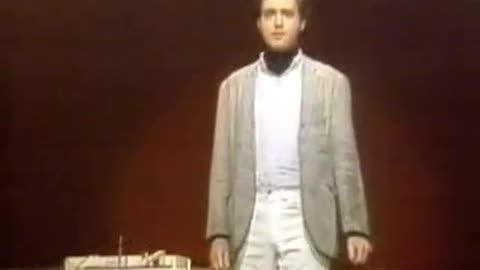 Andy Kaufman performs Mighty Mouse