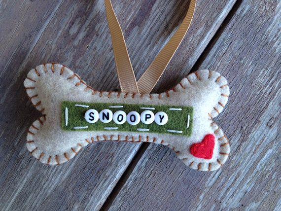 Permítanme hacer un adorno especial para el miembro de su familia peludo! Elija de cualquiera tres de mis patrones--de lujo es para todas esos diva especial perros ahi (Fiona adapta esta categoría muy bien!!!!). Estos adornos son hechos a mano y corte de fieltro. Los nombres se cosen