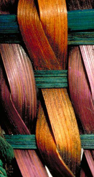 Torsion par le tressage, esthétique et technique.  Tordre permet de lier, joindre selon l'axe, et de donner une esthétique particulière.