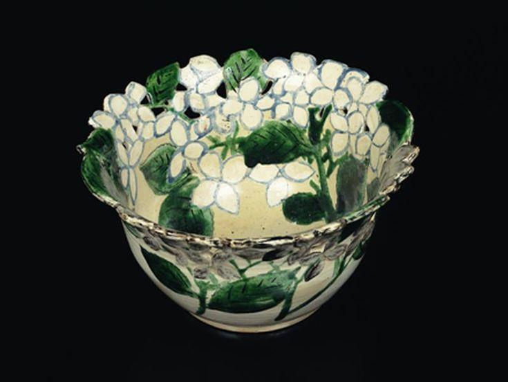 Bowl with openwork and hydrangeas design, 18th century, Ogata Kenzan | MIHO MUSEUM