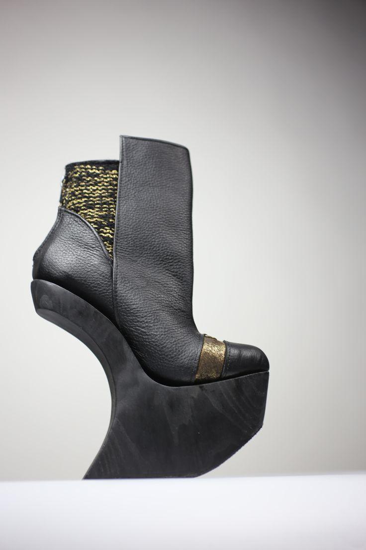 Neulekenkä! High heels! black and gold!