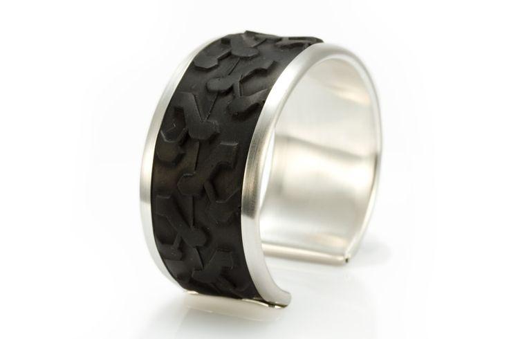http://www.eriktidang.se/wp-content/uploads/2012/08/armband-silver-cykeldack-erik-tidang.jpg