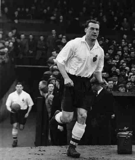 Nat Lofthouse of Bolton Wanderers in 1955.