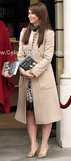 Rebecca Taylor coat on Jennifer Love Hewitt as Melinda Gordon in Ghost Whisperer