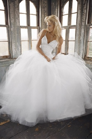 #Ball gown wedding dress ♥ For an easy-to-follow 'Wedding Veil Guide' ...