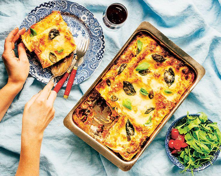 En smakrik vegetarisk auberginelasgane. En perfekt vardagslyxig vegetarisk lasagne med färska pastaplattor och utan krånglig sås.