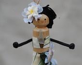 Mini wahine peg doll