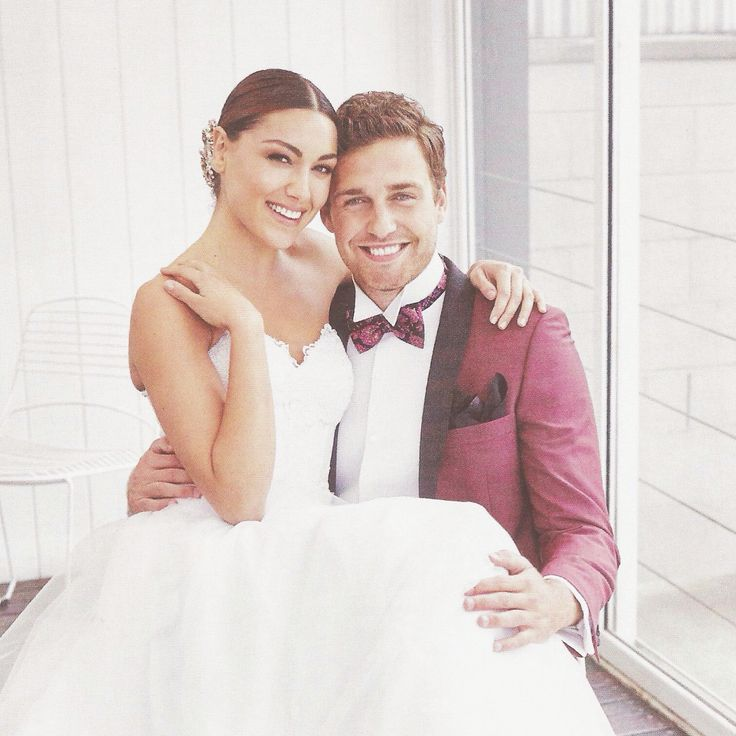 The final glimpse of Nomiki Glynatsis Couture in the current issue of @brideaustralia Magazine is on page 71 with a feature hair clip elegantly placed on the side up do by stylist @kimellmer With the natural beauty of a bride so radiant in her special day, adding that subtle addition of sparkle with a hair clip is perfect touch. #nomikiglynatsiscouture #ngc #couture #couture #pearls #handmade #hairclip #bride #bridal #wedding #luxury #luxurywedding #swarovski #magazine #elegant #editorial