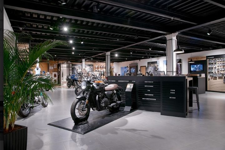 http://retaildesignblog.net/2018/02/07/triumph-motorcycle-store-by-alex-feskov-moscow-russia/