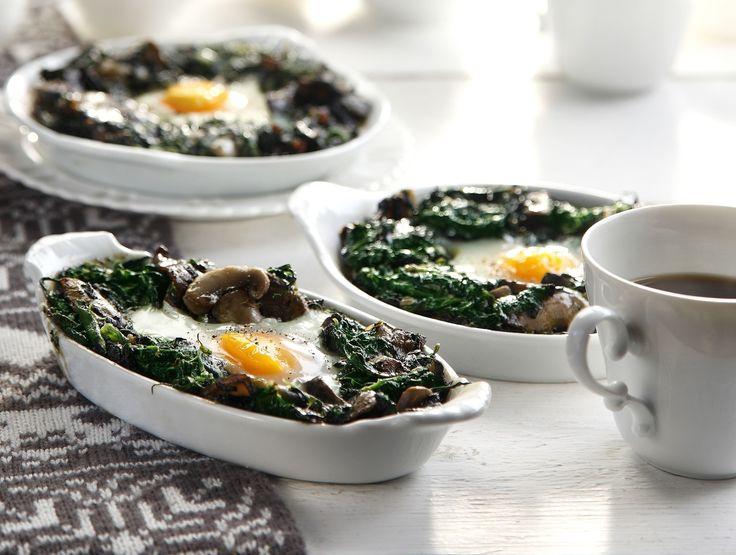 Ψητά αυγά με σπανάκι και μανιτάρια