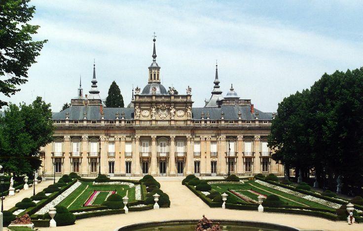 Allí crea dedicados a Diana los jardines más espectaculares de la península Ibérica.(Diana la representa a ella, ya que los pagaba personalmente ante la negativa del rey a hacerse cargo del oneroso gasti)
