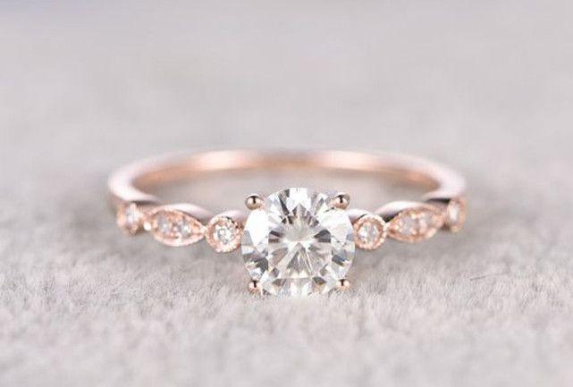 Os 15 anéis de noivado mais amado entre as brasileiras no Pinterest .Escolhas vão dos modelos mais simples aos completamente cravados de pedras.