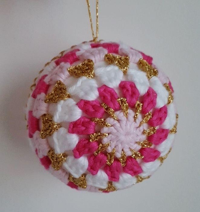 Crochet Christmas Baubles - free pattern @ Dinki Dots