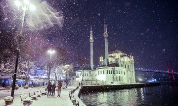 Under A Blanket Of Snow, Terror-Stricken Istanbul Finally Breathes   The Huffington Post