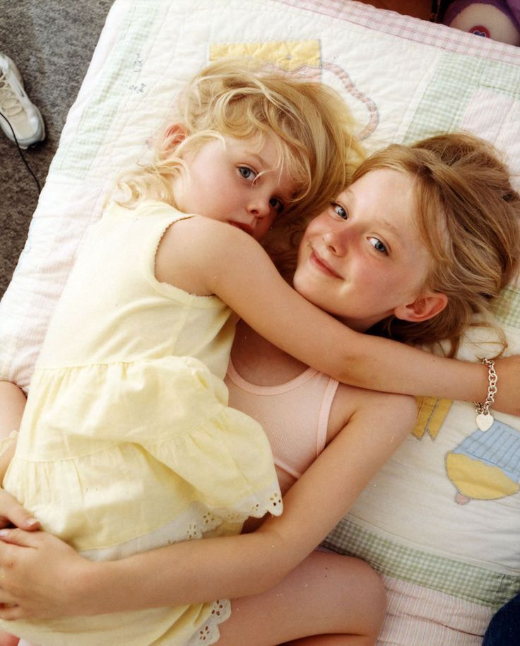 a very young dakota & elle fanning. so cute!