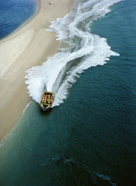 Experience full 360° spins, high speed drifting, incredible beach buzzing and other exciting manoeuvres in as little as 10cms of water…while Paradise Jet boating explores the Gold Coast's unique waterways.