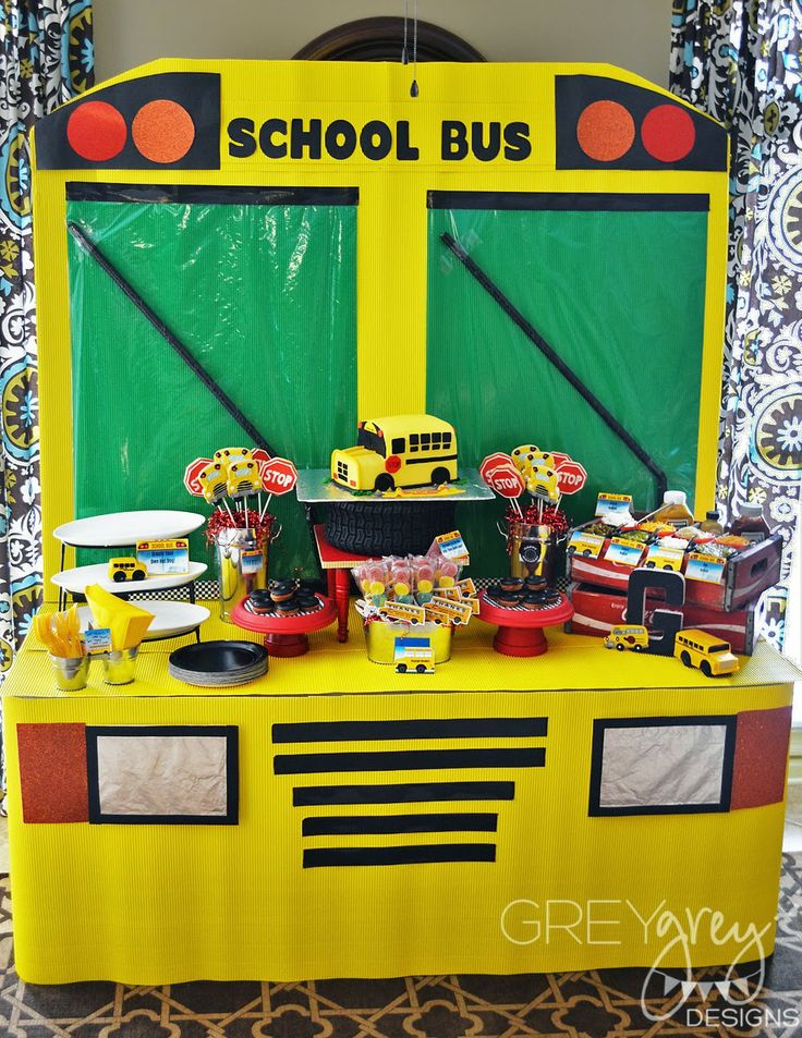 Not Bus But Idea For Car Backdrop With Table In Front And Food On