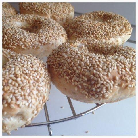 Bagels sin gluten.   http://celiacos.blogspot.com.es/2013/11/bagels-sin-gluten-receta-paso-paso.html