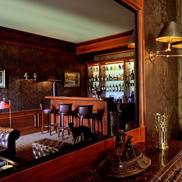 very cosy smoking room. Château located nearby Paris, Fontainbleau.    #luxuryhouse#luxurylife#luxuryliving#luxurytravel#luxurystyle#luxurydesign#luxuryhome#luxuryproperty#luxuryvilla#thegoodlife#luxury#traveler#travel#privatevilla#chateaux#castles#Rich#boss#Fontainbleau#castle