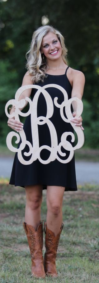 Wooden Monogram from Marleylilly.com #diy #paint #craft