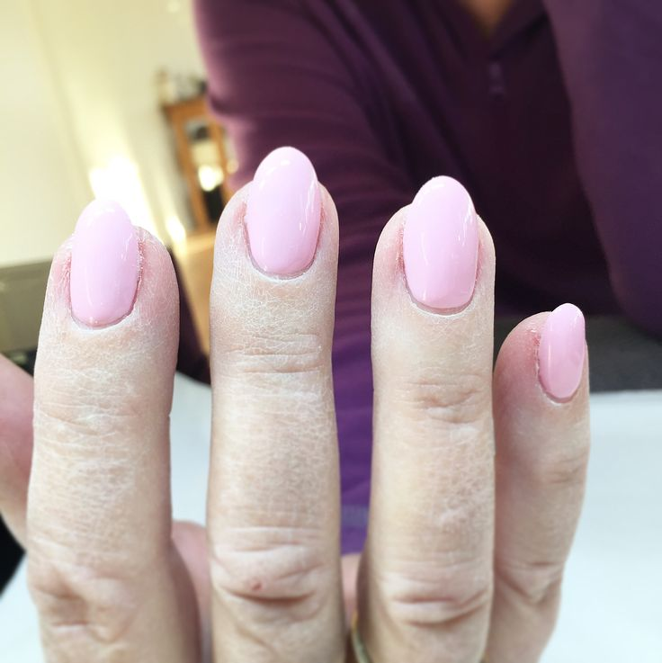 Megautväxten borta och ny fräsch färg! #plasticpink #adelesnagelmakeri #ompysslad #naglar #nails #nailart #pronails #naildesign #naglariljusdal #gelnails #pronailssweden #pronailssverige