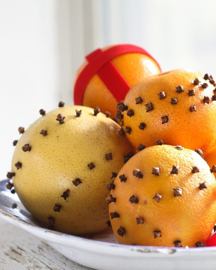 Looking to add a festive vibe to your home, without all the glitter and lights? Orange pomander balls are quite possibly the quickest and best all-natural, great smelling, non-gaudy decoration you can make this holiday season. And according to our ancestors of yore, they ward off bad spirits and bring strength and fortune —a holiday bonus.