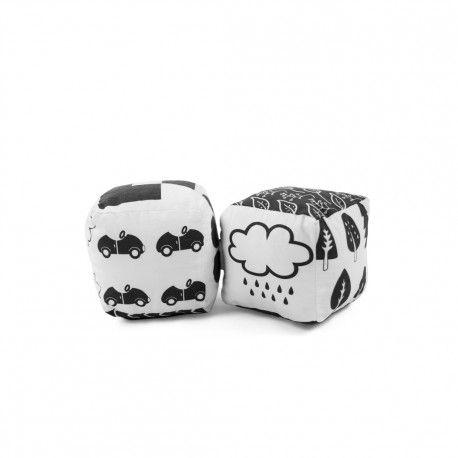 Czarno – białe kostki dla niemowlaka