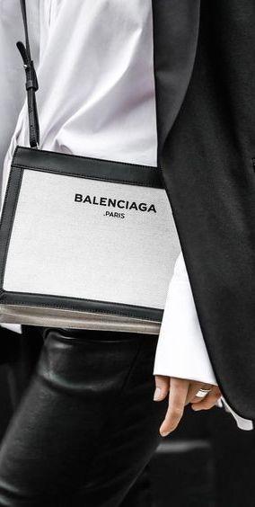 Balenciaga @michaelOXOXO @JonXOXOXO @emmaruthXOXO @emmammerrick  #BLACK&WHITE