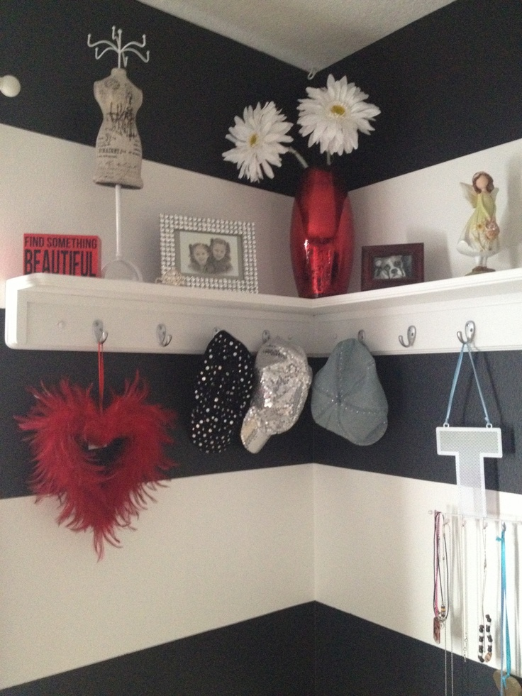 Bold but girly shelf decor in our Black white & red tween bedroom