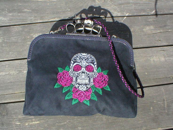 Väska med metalbygel