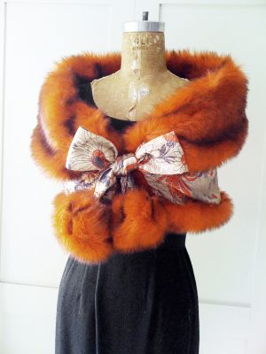 FREE Vintage Style Faux Fur Reversible Stole Sewing Pattern and Tutorial