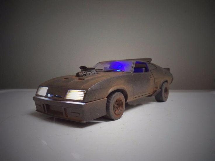 "MUDDY ""MAD MAX"" The Last V8 INTERCEPTOR FORD FALCON 1/18 Working Lights Police"