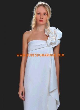 Silvia Tcherassi belle robe de mariée simple asymétrique ornée de fleur satin stretch Style Julianna