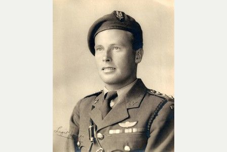 Soldier who led D-Day invasion dies aged 95 By Plymouth Herald     Posted: July 07, 2015    Read more: http://www.plymouthherald.co.uk/Soldier-led-D-Day-invasion-dies-aged-95