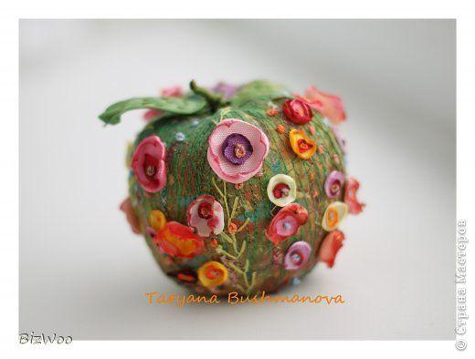Поделка изделие Пасха Вышивка Шитьё Райское яблочко Ленты Ткань фото 1