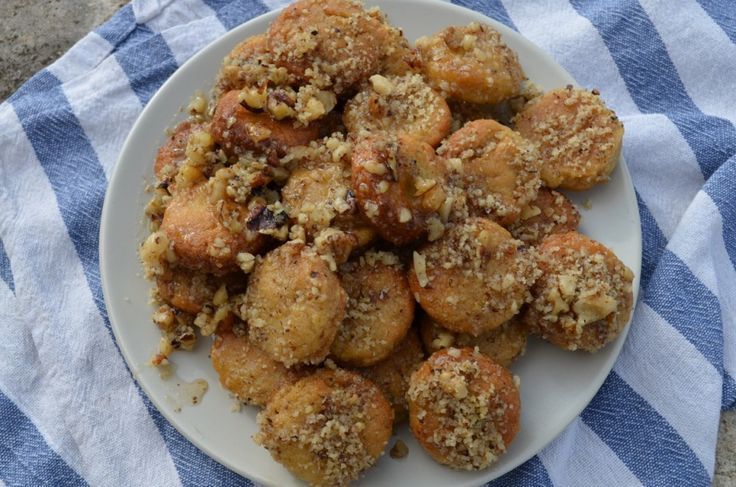 Melomakarona - Honey macaroons, A wonderful festive recipe! http://www.handpickedgreece.com/melomacarona-a-greek-christmas-treat/#sthash.vP1lOyJc.dfsKcBLV.qjtu