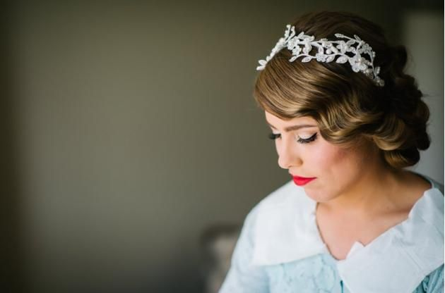 50's glamour makeup//vintage bride//red lip//cat eye//matte makeup// hair and makeup inspiration www.maplelane.com.au